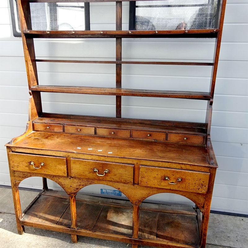Image of Lot 904 - A small oak dresser